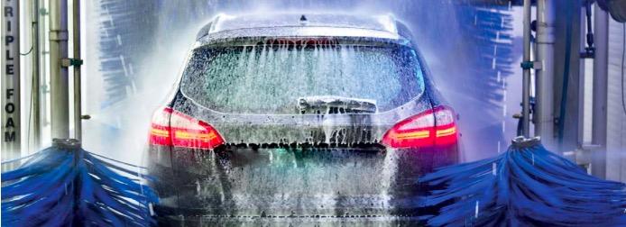 Schaden in der Waschstraße: Auto in Waschanlage