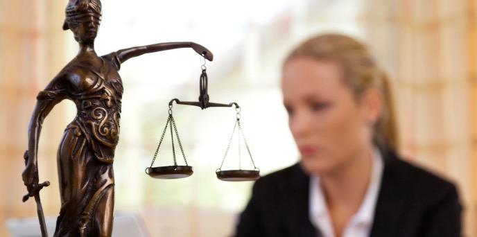 Sachverständige vor Gericht: Justitia