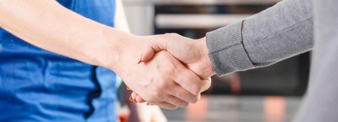 Mitwirkungspflicht: Händeschütteln